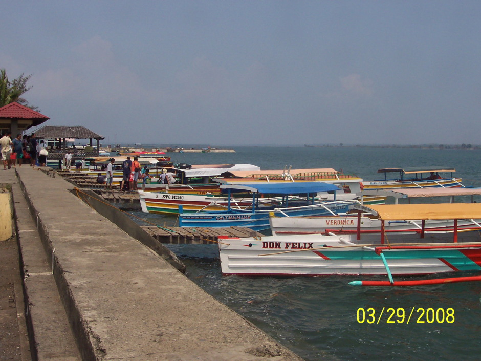 A line of bangka for rent in Hundred Islands