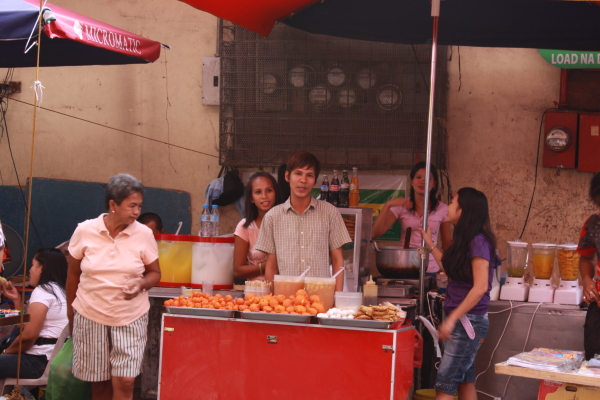 Tokneneng seller in Quiapo