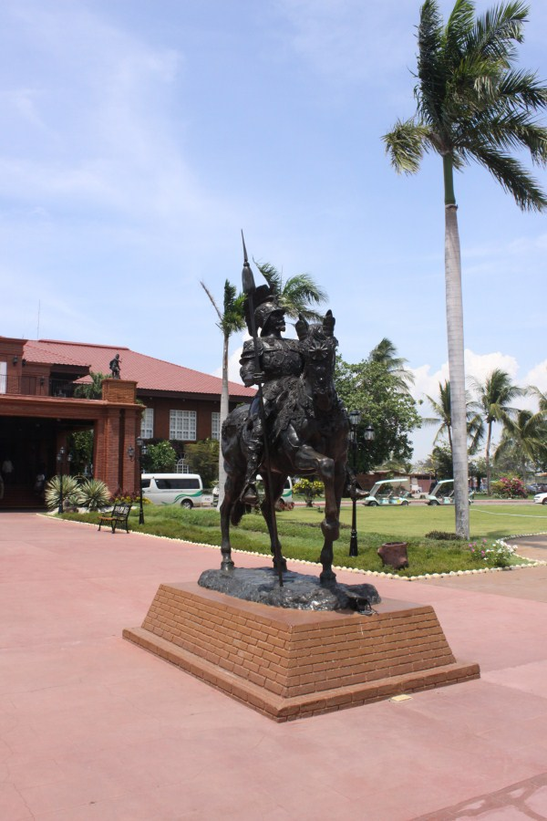 Spanish Conquistador outside Fort Ilocandia Resort Hotel