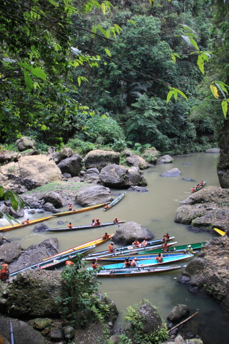 Boats going to Cavint Falls