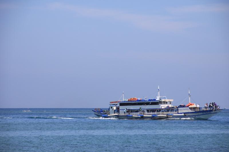 boat-burot-beach