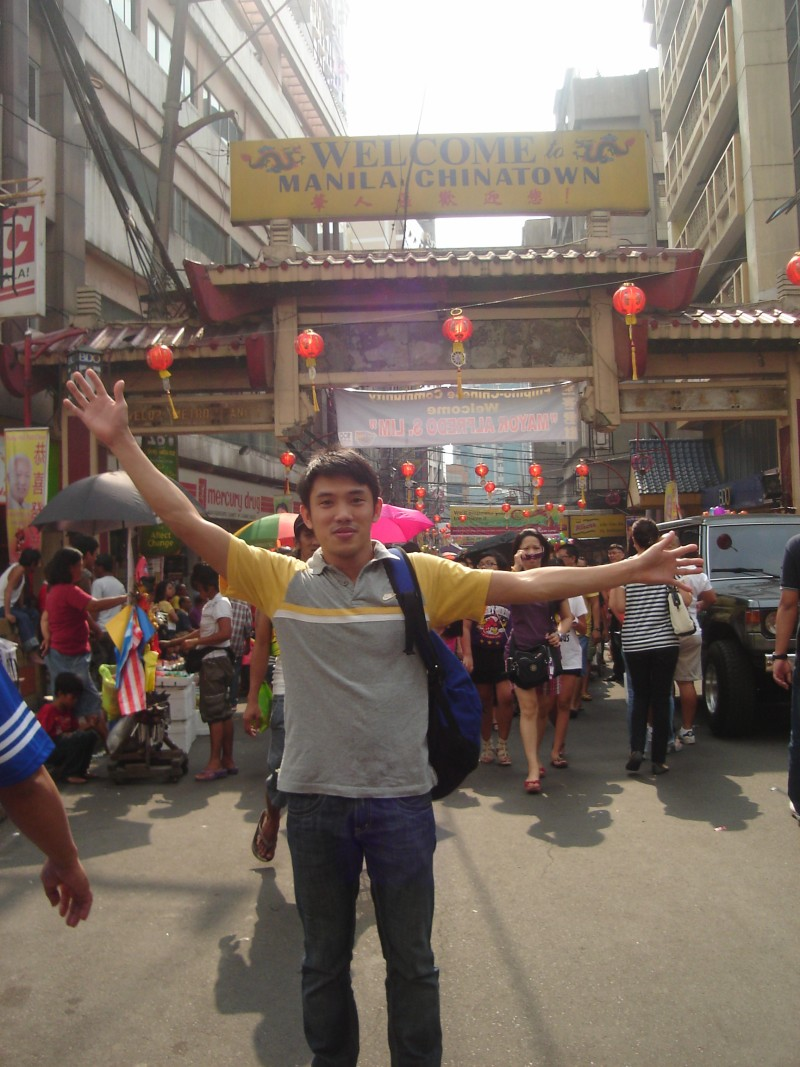 This blogger during the 2012 Chinese New Year celebration at Binondo, the Oldest Chinatown in the World