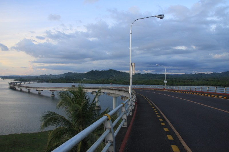 San Juanico Bridge leading to Santa Rita