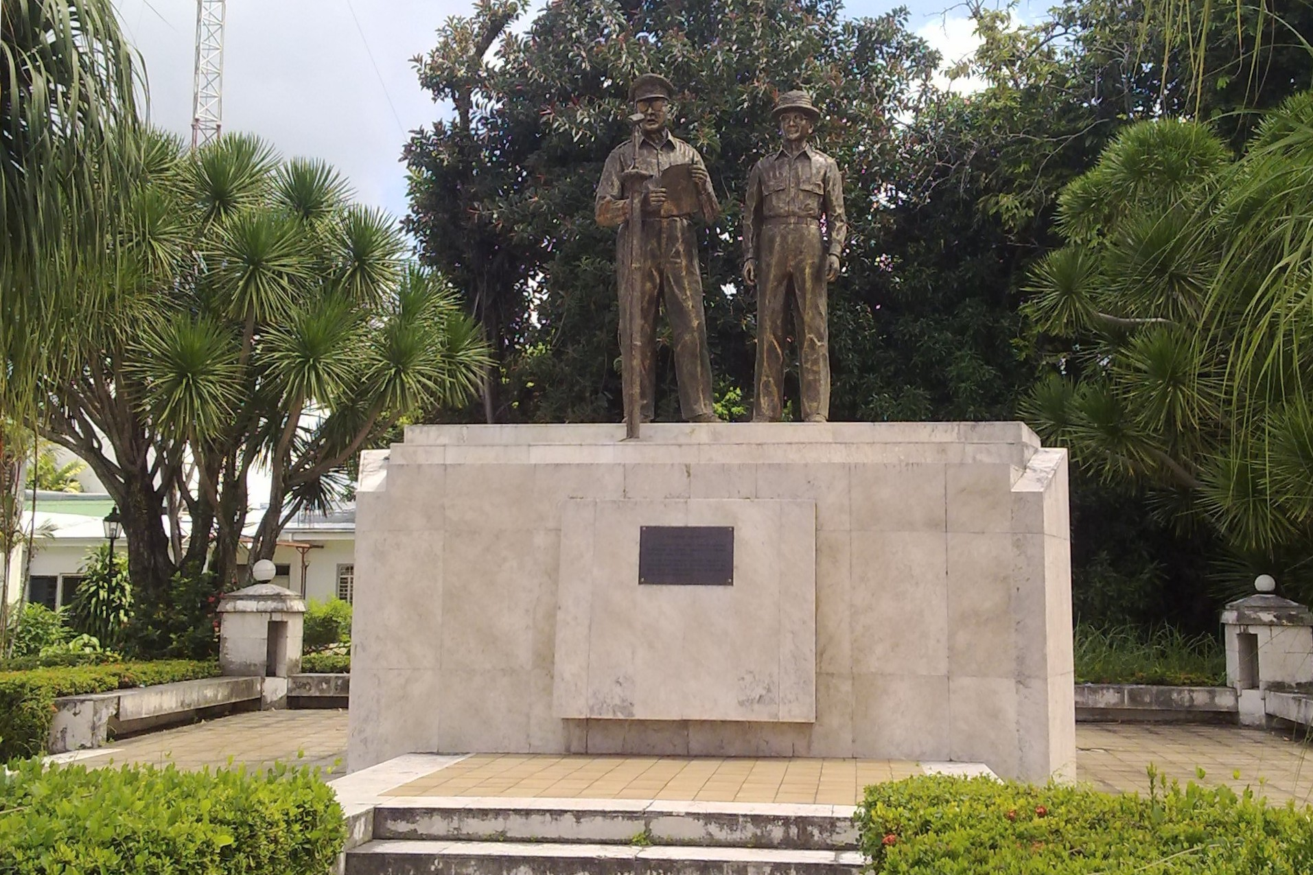 MacArthur and Osmeña Statues