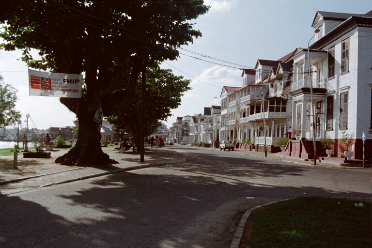 Waterkant in Paramaribo