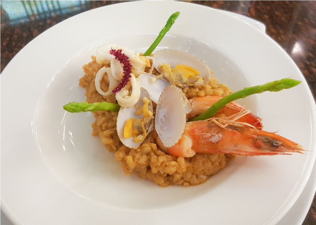Seafood Risotto with Asparagus and White Wine